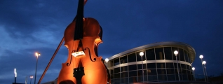 A large statue of a violin and bow